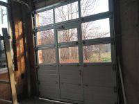 гаражна врата с вградена врата